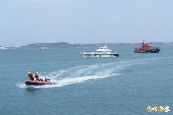 澎湖民安4號演習,模擬海上客輪救援作業。(記者劉禹慶攝)