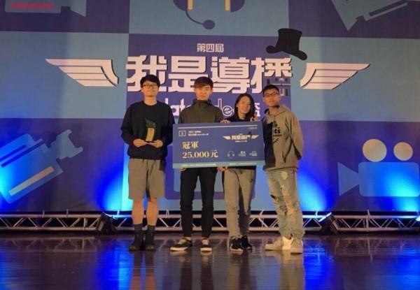中國科技大學影視設計系學生鍾駿瑋,組團隊參加「我是導播datavideo盃」競賽,以穩定的運鏡技巧與構圖美感,擊敗他校精英,奪得冠軍及2萬5000元獎金。(中國科大提供)