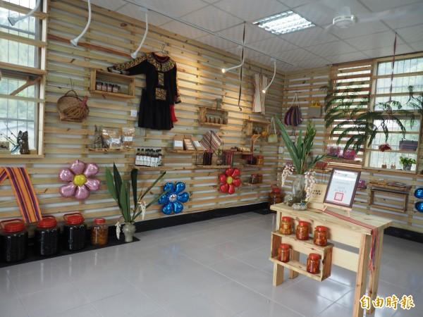 延平鄉公所姜部落裡的閒置空間再利用,打造為農產展售中心。(記者王秀亭攝)