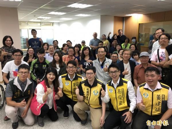 瞄準年底選戰,綠黨今舉行新竹黨部開幕茶會。(記者王駿杰攝)