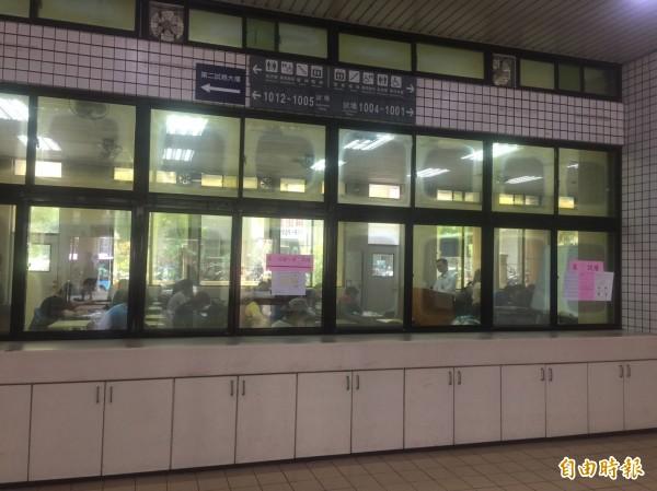 台電公司107年5月新進僱用人員招考於今天登場,預定於7月17日公布複試名單。(記者林菁樺攝)