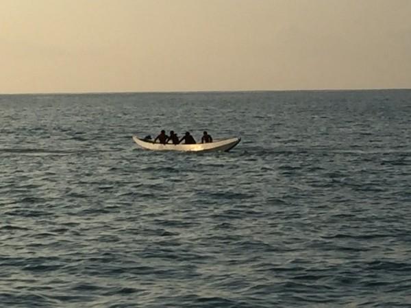 綠舟搶浪出海翻覆,行動計畫取消,團隊難掩失望。(民眾提供)