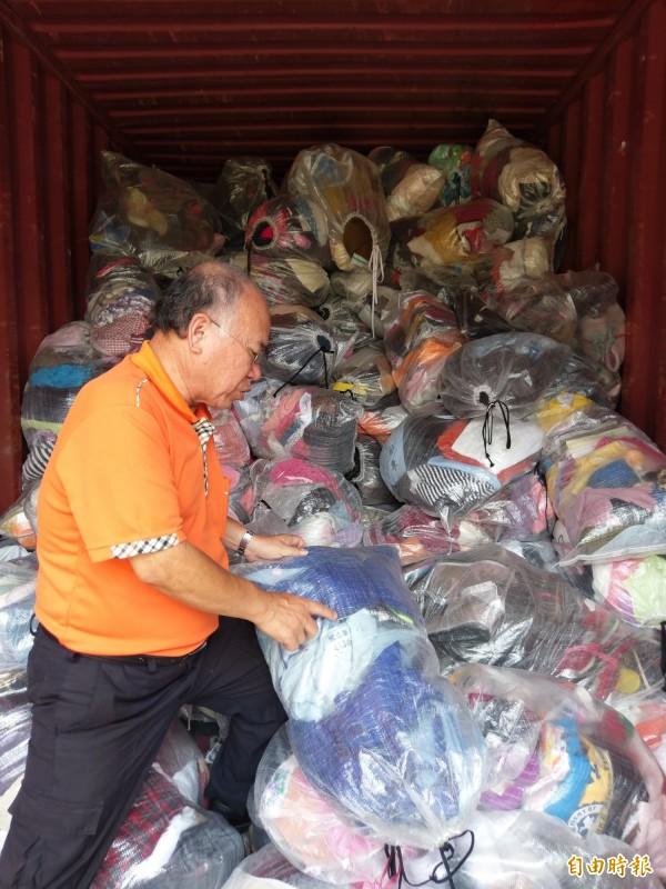 華商本週六將封櫃,把愛心衣物、鞋子送愛到史瓦濟蘭。(記者王善嬿攝)