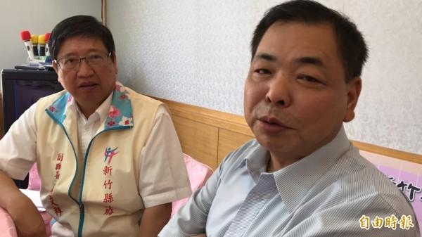新竹縣議會副議長陳見賢(右)面對記者訪談直言,只要黨中央提名錯的人,他就脫黨參選到底。(記者黃美珠攝)