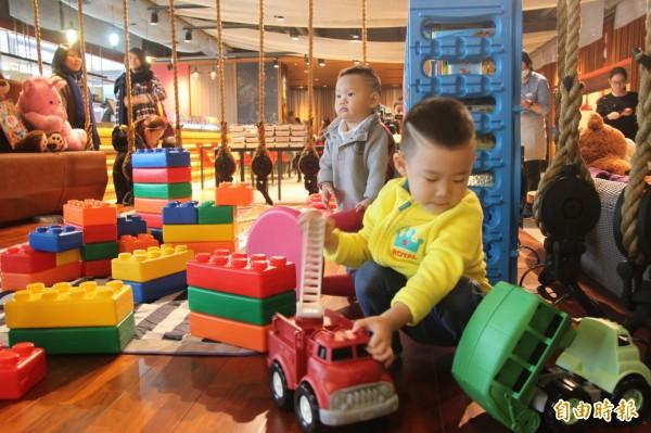 基隆議員關心幼兒的公共托育相關措施及未來規劃。(記者林欣漢攝)