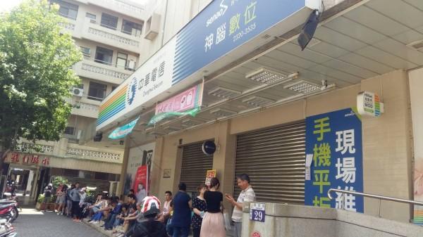 電信499之亂員工爆肝,台中開罰中華電信102萬元。(圖:勞工局提供)