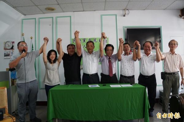 民進黨雲林縣黨部今天為林新丁參選資格背書。(記者詹士弘攝)