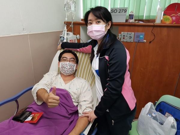 中華電信員工張孟偉臉書貼出照片報平安,宣告出院。(翻攝張孟偉臉書)