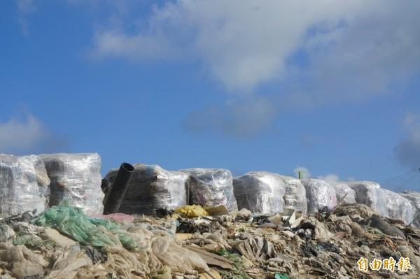 澎湖垃圾將打包壓縮,成為未來燃料棒廠原料。(記者劉禹慶攝)