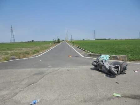 水林鄉車港村產業道路交叉路口昨天發生機車、自小客車相撞意外,機車騎士頭部重創傷重不治。(記者黃淑莉翻攝)