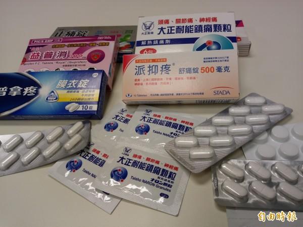 許多人會服用止痛藥緩解症狀。(記者吳亮儀攝)