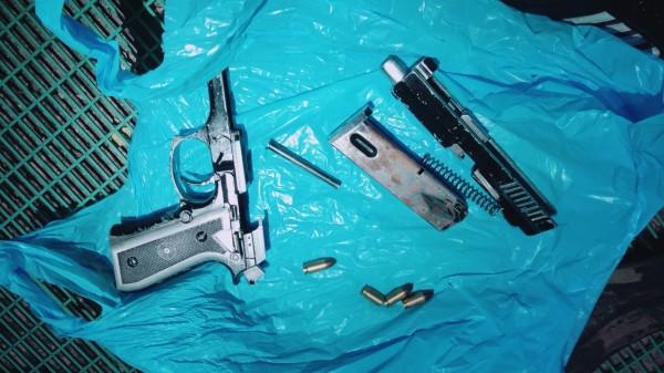警方起初犯案用的改造手槍。(記者曾健銘翻攝)