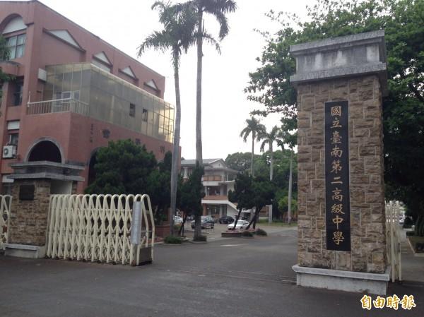 台南考區國中教育會考於台南二中等17校設置考場。(記者劉婉君攝)