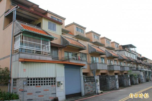 南投縣現有北梅新社區等6個921平價住宅社區,縣府以專案讓售讓弱勢承租戶以優惠價格承購。(記者佟振國攝)
