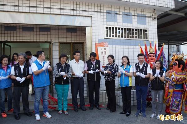 斗六市新增文化里,里辦公室今天揭牌。(記者詹士弘攝)