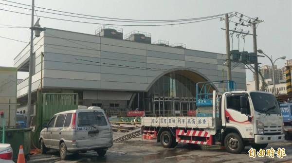 施工中的鐵路地下化鳳山車站。(記者葛祐豪攝)
