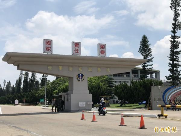 在傘兵意外墜落後,清泉崗基地照常進行漢光演習預演。(記者歐素美攝)