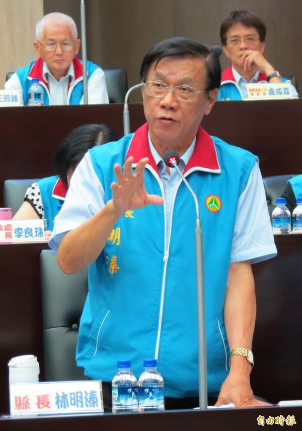 南投縣長林明溱表示,縣府計畫蓋500萬元以下青年住宅,最快年底動工。(記者張協昇攝)