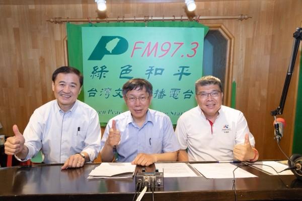 圖右至左為陳雨鑫、柯文哲、陳景峻。(北市府提供)
