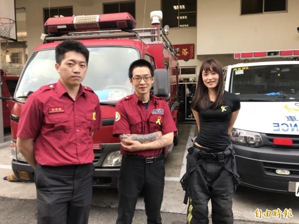 新北消防昨日別上黃絲帶,向殉職的6名消防員獻上自創曲致敬。(記者王宣晴攝)