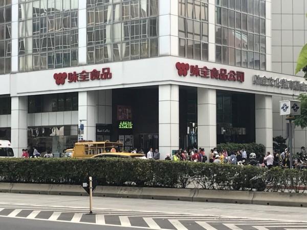 台北市松江路125號上午發生火警。(記者劉慶侯翻攝)