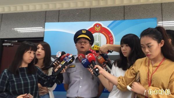 台北市大同警分局民生西路派出所長高崇人説明。(記者陳恩惠攝)