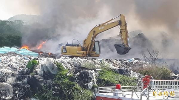 台東市垃圾場大火。(記者黃明堂攝)