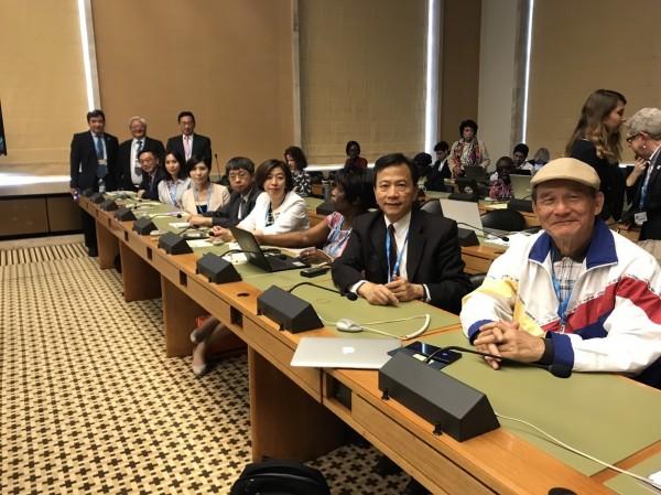 台灣立委與駐瑞士代表谷瑞生等人於WHA大會轉播席旁聽。(WHA採訪團提供)