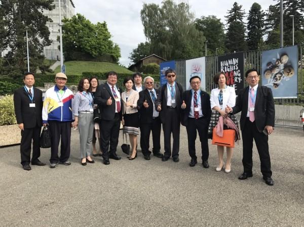 台灣立委與駐瑞士代表古瑞昇進入WHA大會旁聽前合照。(WHA採訪團提供)