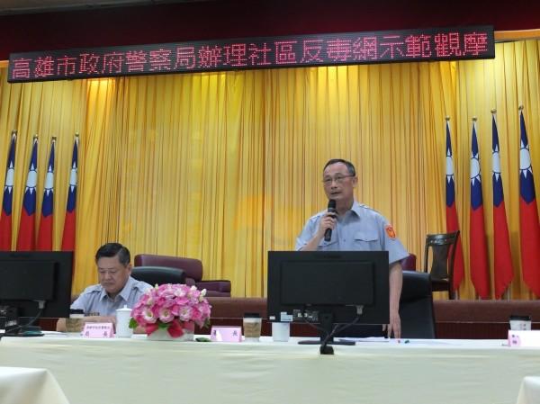 警政署長陳家欽(右)主持高雄市警局「社區反毒網」示範觀摩。(記者姚岳宏翻攝)