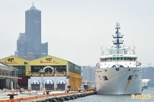 由科技部國研院籌建的海洋研究船「勵進」號,今天下午在高雄香蕉碼頭舉行啟用典禮。(記者張忠義攝)