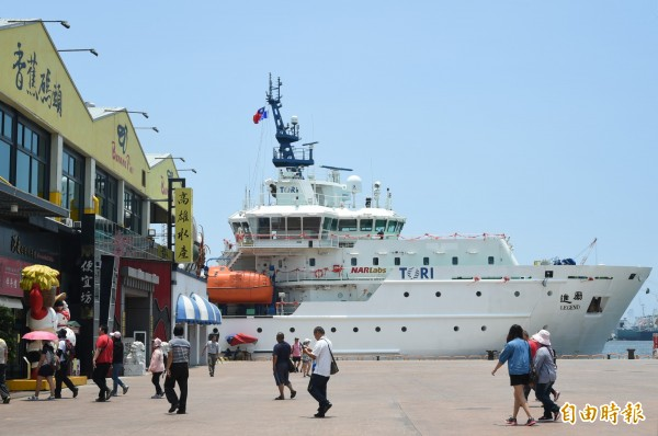 勵進號海洋研究船總噸位2629,船舶全長76.23m / 模寬16.00m / 模深6.50m,巡航速度可達12節,滿載船況下能滿足海上30天的作業要求。(記者張忠義攝)