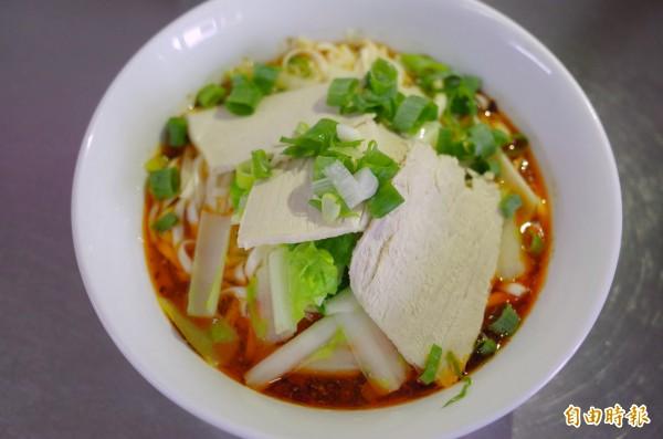 茂記小吃的麻辣麵就是重慶小麵,花椒香加上大份量的麵,飽足感十足。(記者花孟璟攝)