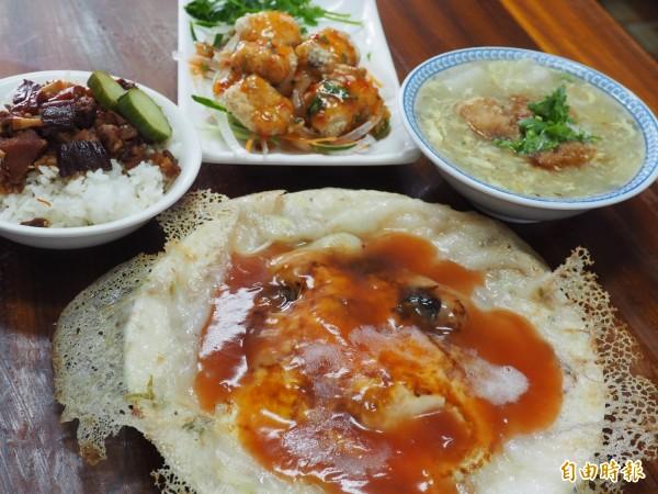 以鬼頭刀做成的各式小吃是卡茲爾的招牌菜。(記者王秀亭攝)
