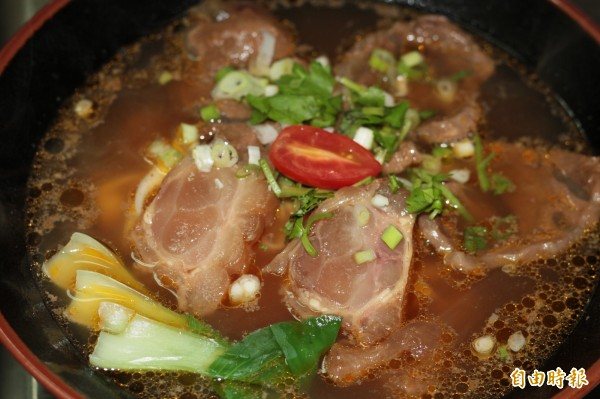 周廚牛肉麵嚴選食材,開業才第6年,已經是在地人氣名店。(記者林欣漢攝)