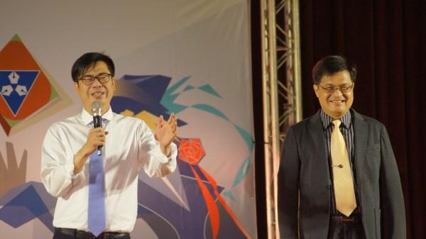 陈其迈的毕业致词,频频让全场师生大笑。(记者王荣祥翻摄)