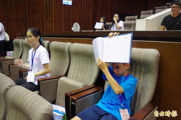 育人國小五年級的美籍學童韓邁可,平時勤寫中文,差一點晉級決賽。(記者王善嬿攝)