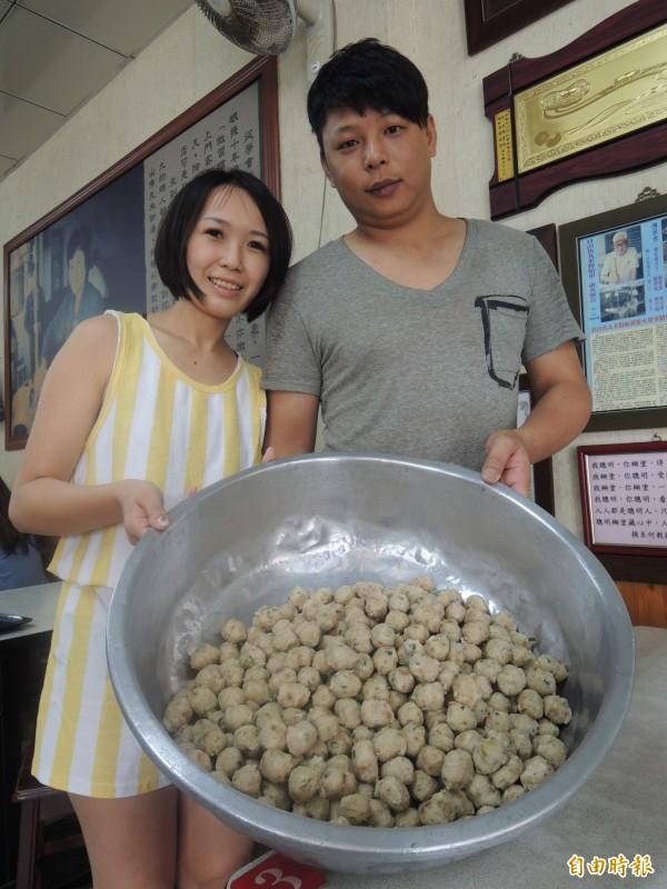 自製的魚丸,是整碗魚丸米粉靈魂所在。(記者江志雄攝)