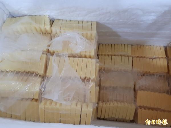 新竹市「814大同冰店」有9種口味的冰棒,包括紅豆,綠豆,牛奶,芋頭,花生,鳳梨,百香果,酸梅和日式抹茶等口味,都是真材實料,吃得到果肉。(記者洪美秀攝)