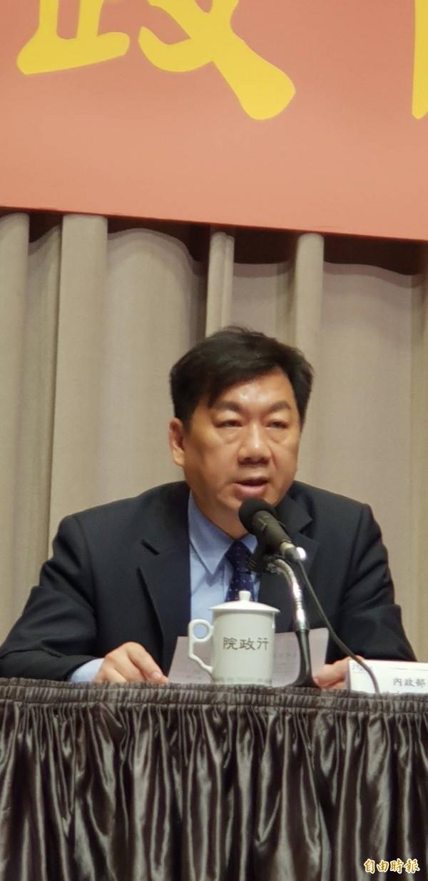 内政部次长陈宗彦表示,全国消防人力明年底前要补实1688人。(记者李欣芳摄)