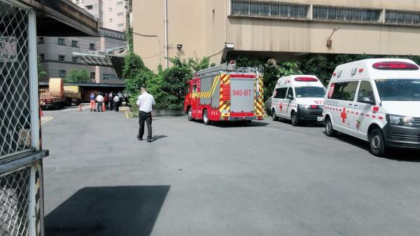 救護人員前往救援。(記者陳恩惠翻攝)