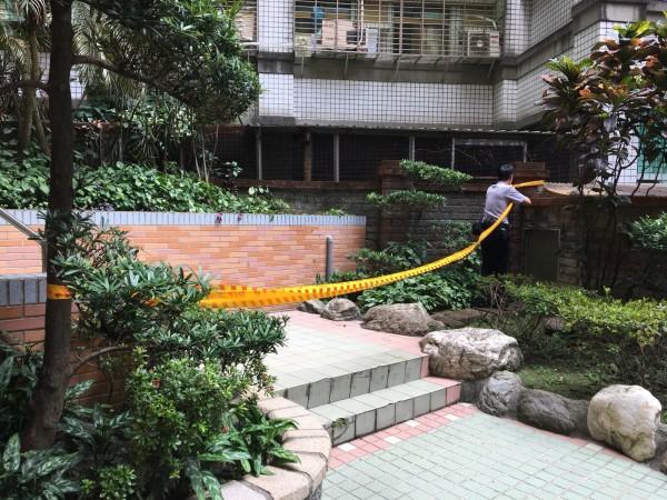 戴姓冷氣裝設工人從不慎從7樓墜落命危。(記者陳薏云翻攝)