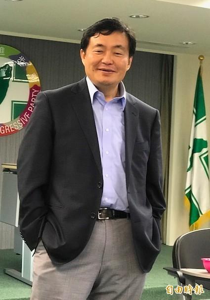 洪耀福7日與媒體茶敘時,稱讚吳音寧是「做事的人」。(資料照,記者蘇芳禾攝)