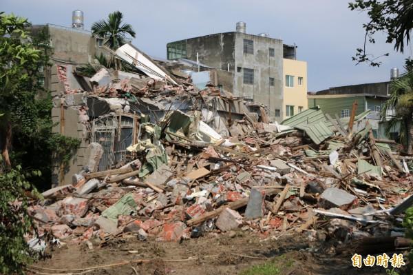 列為暫定古蹟的後龍鎮陳凱悌古宅,上月中遭所有權人突襲拆除。(記者鄭名翔攝)