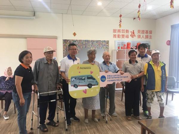 林世芳慈善基金會捐贈交通車,未來可造福資深長者。(伊甸基金會提供)