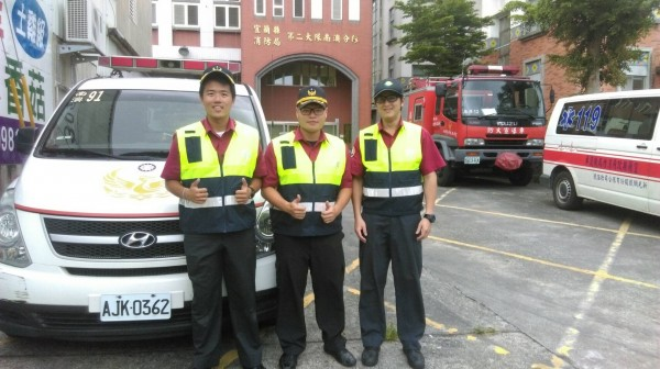 執行救護人員王駿睿(左起),陳銘華,張昱德。(記者江志雄翻攝)