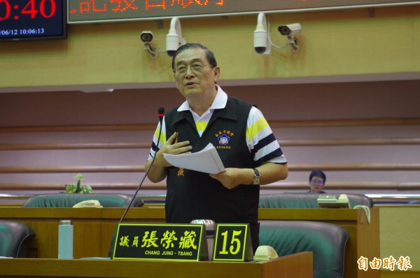 嘉義市議員張榮藏今市政總質詢,認為市警局長詹永華頻答錯,請他出場。(記者王善嬿攝)