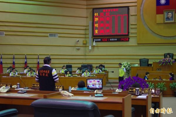 嘉義市警察局長詹永華被議員請出議場休息。(記者王善嬿攝)