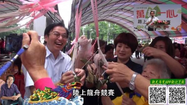 比賽現場還有包粽子活動。(草屯鎮公所提供)