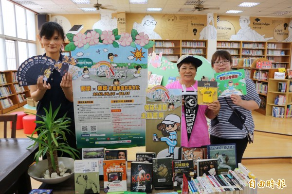 三灣圖書館借閱率冠全國,此次獲得300張門票,供民眾借書兌換。(記者鄭名翔攝)